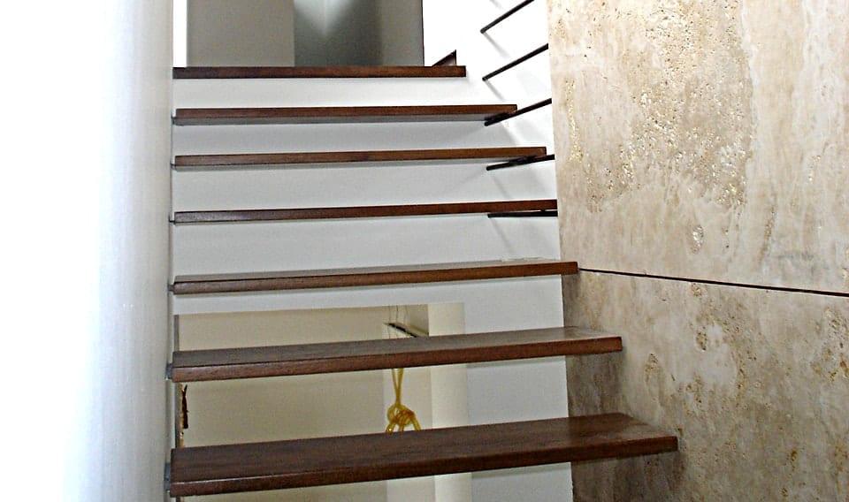 Escaleras metalicas escaleras metlicas modernas fotografa for Escaleras metal madera para interiores
